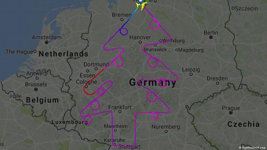 Новый лайнер A380 во время тестового полета над Германией 'нарисовал' на радаре... рождественскую елку. На это у пилотов ушло пять часов, зато какая красота получилась 🎄