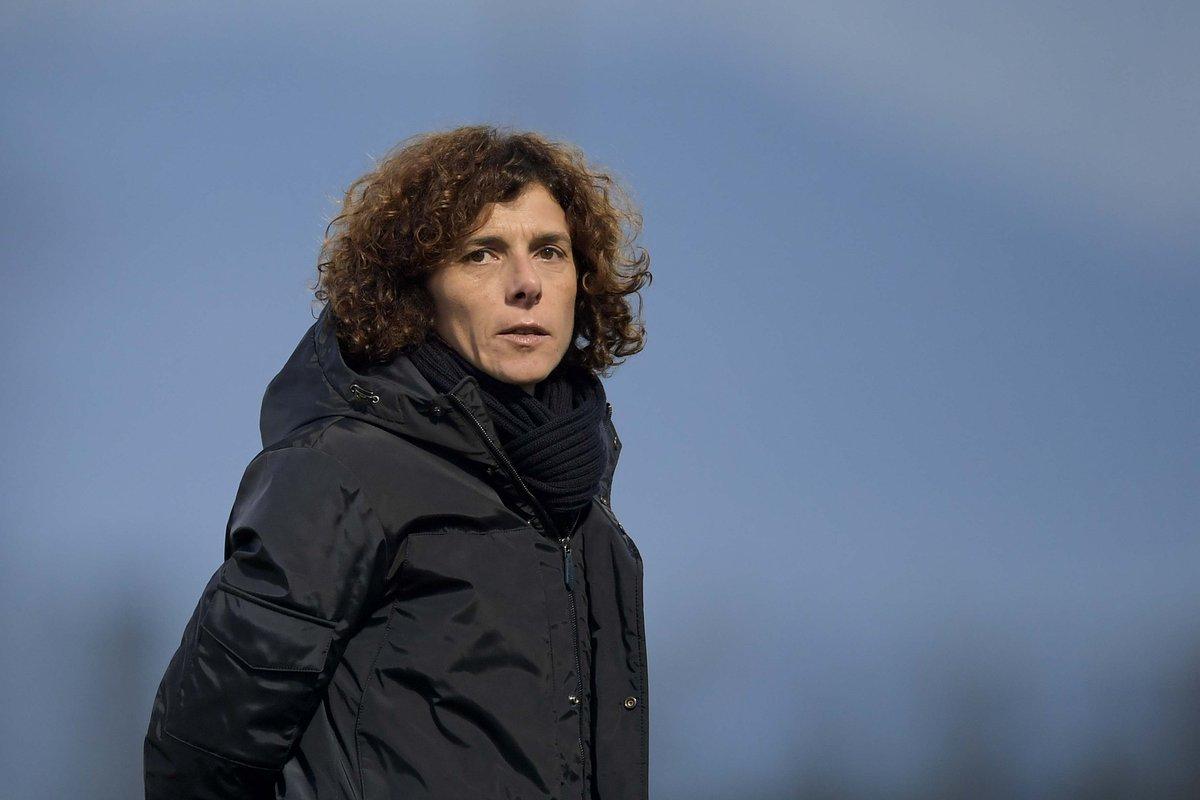 Coach @ritaguari ora LIVE su Juventus TV, canale 212 di Sky, per commentare insieme la vittoria della #JuventusWomen in #CoppaItalia! 🏳️🏴