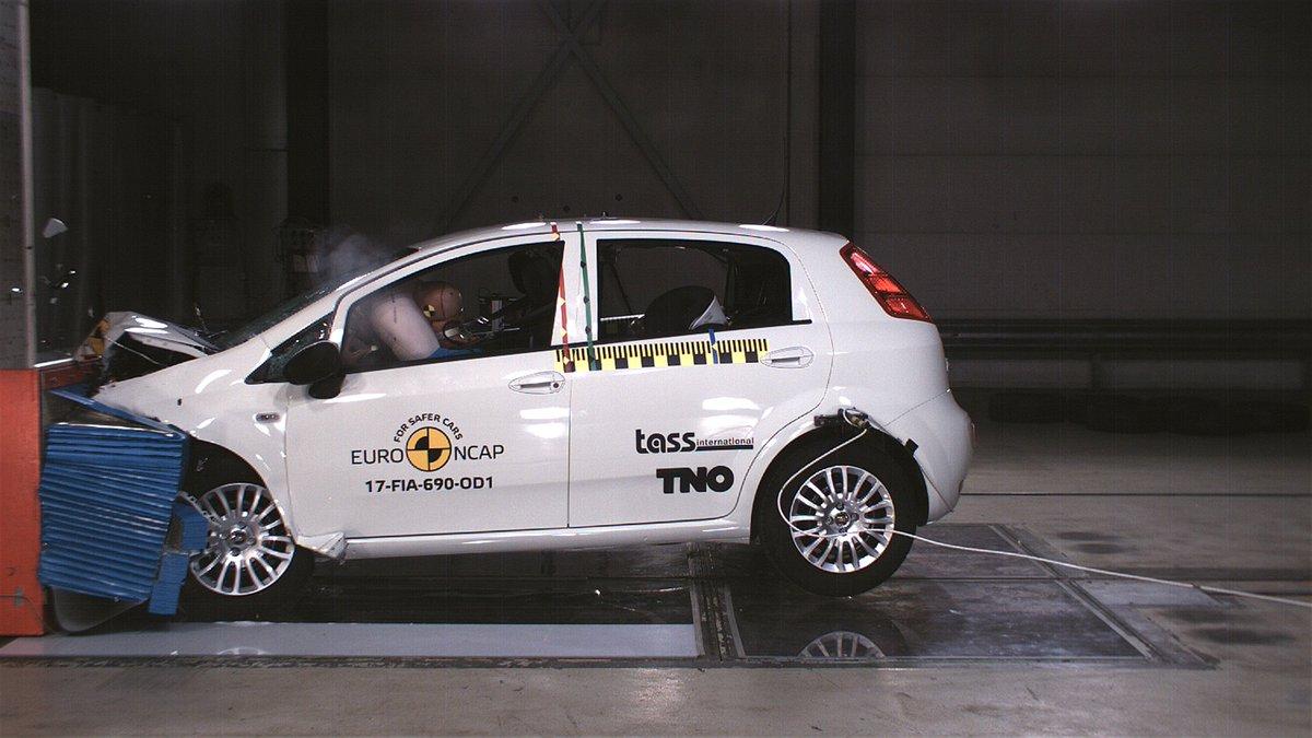 Fiat Punto leva nota zero em teste de colisão europeu (Via @motorshow_ed3) https://t.co/LaTznqW4x2
