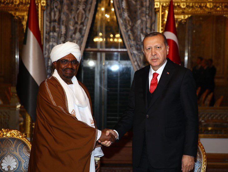 Cumhurbaşkanı Erdoğan, Sudan Devlet Başkanı El Beşir ile Görüştü https://t.co/zomDdaPylt https://t.co/WfxjDBu9p8