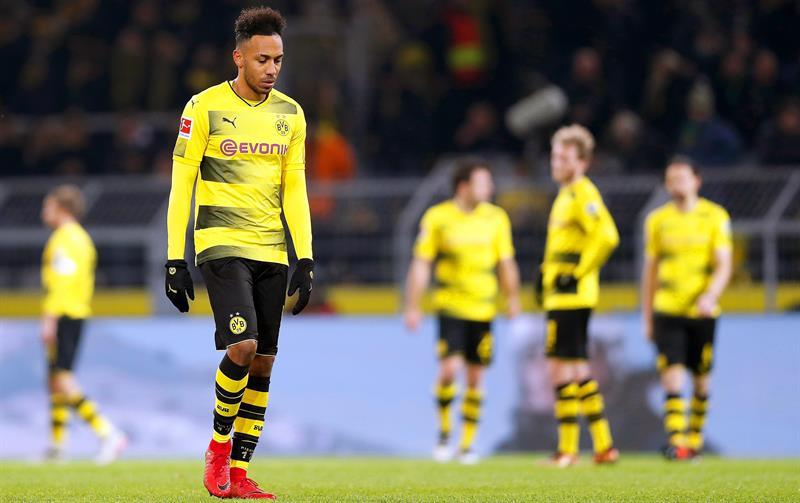 Podendo perder Aubameyang, Dortmund pode tirar camisa 9 titular do futebol inglês  ↪️ https://t.co/bZEG5ylPzI
