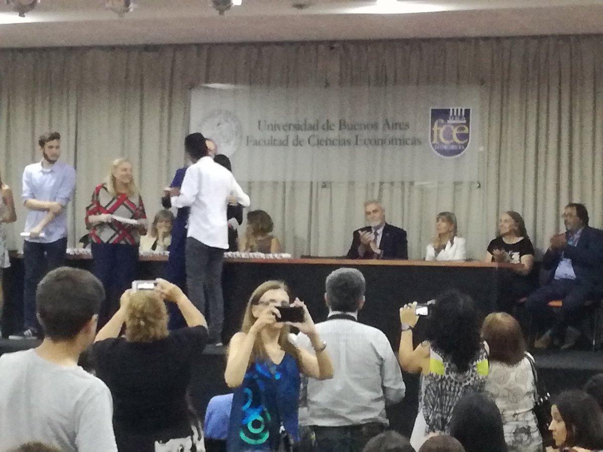 En la entrega de diplomas a alumnos destacados de la UBA acompañado a hijo egresado del Pelle y destacado https://t.co/GKg3z49BS8