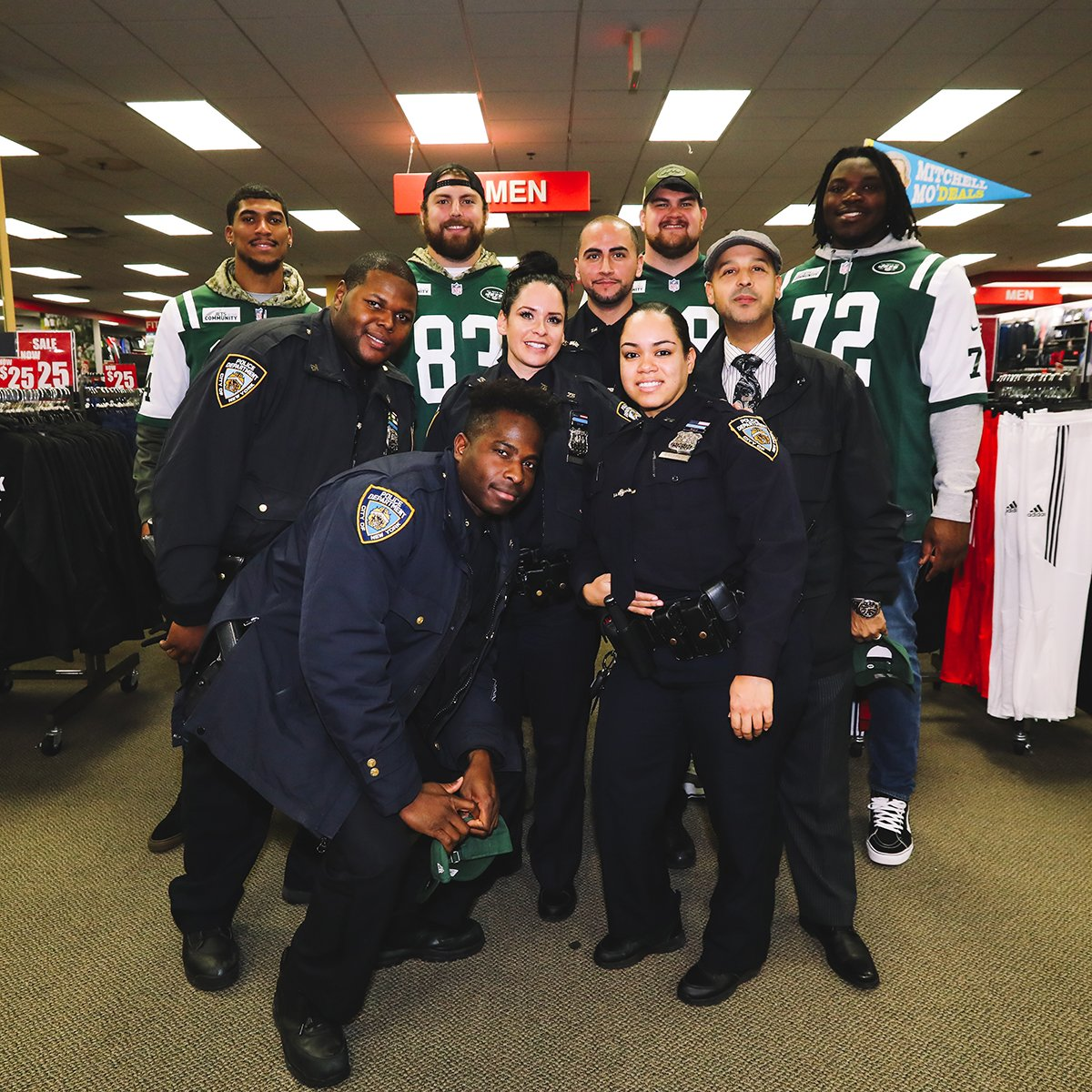 We teamed up with @NYPD75Pct last night to host 25 students on a shopping spree at @Modells!   📸 https://t.co/hbUdETI1sA