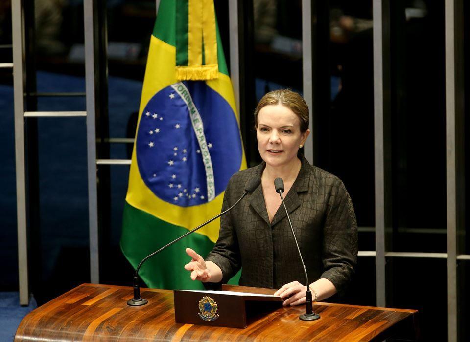 Gleisi diz que tribunal age de forma 'no mínimo excepcional' contra Lula. Na avaliação do partido, desfecho do processo está sendo apressado com objetivo de tirar o líder petista da disputa presidencial.