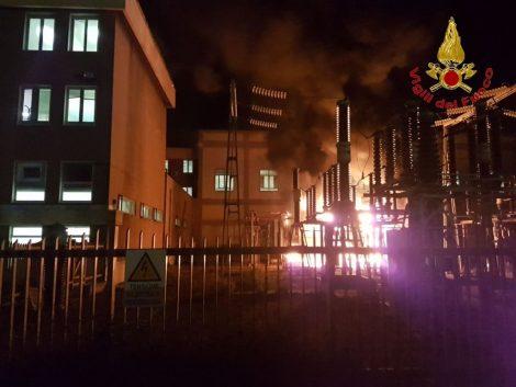 In fiamme trasformatore dell'Enel, al buio il centro storico di Catania (VIDEO E FOTO) - https://t.co/l7xJ7VGPP6 #blogsicilianotizie