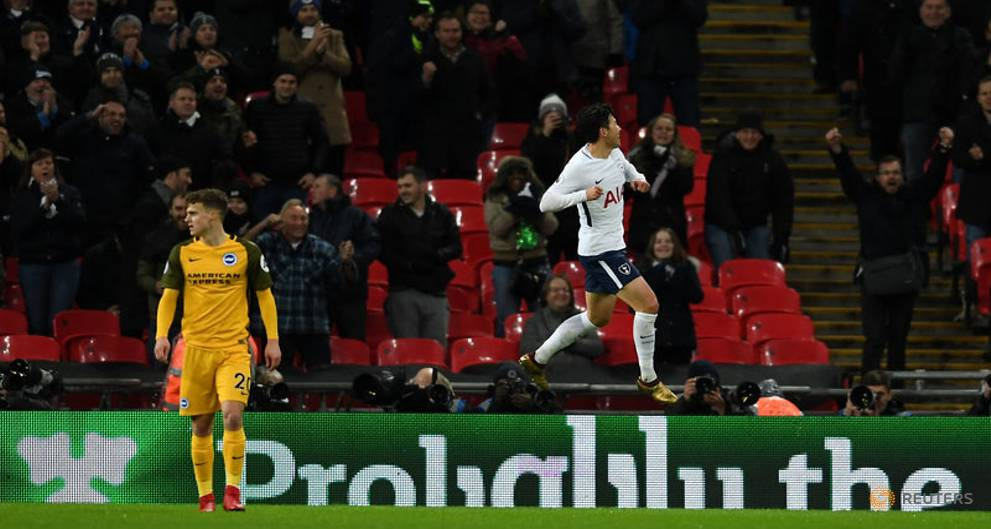 Aurier gets first Tottenham goal in 2-0...