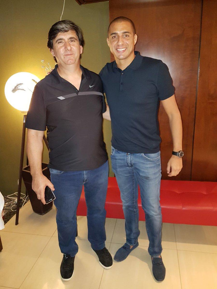 Daniel Moronta, de la Mutual de Futbolistas que organiza el #TorneoSenior, se reunión con @Trezegoldavid, representante del Fútbol Leyenda de la #Juventus de #Italia