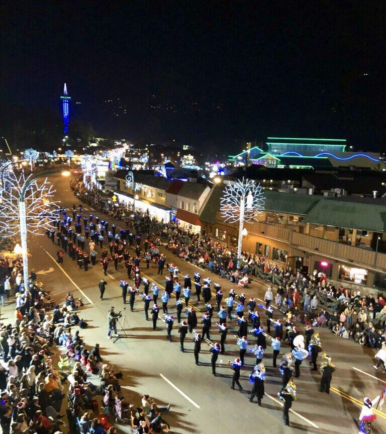 Gatlinburg Tn Christmas Lights.Gatlinburg Tn On Twitter The 42nd Annual Fantasy Of
