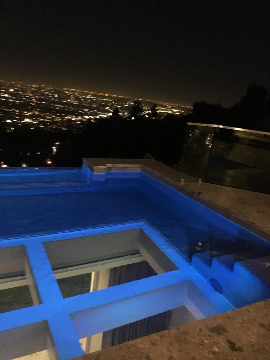 The Cork House glass bottom pool #thecorkhouse #amazingviews<br>http://pic.twitter.com/VduOkQRssU