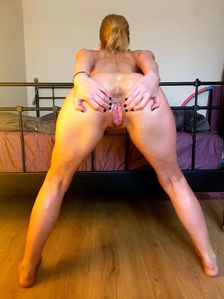 Girls with big boobs doing ass dance
