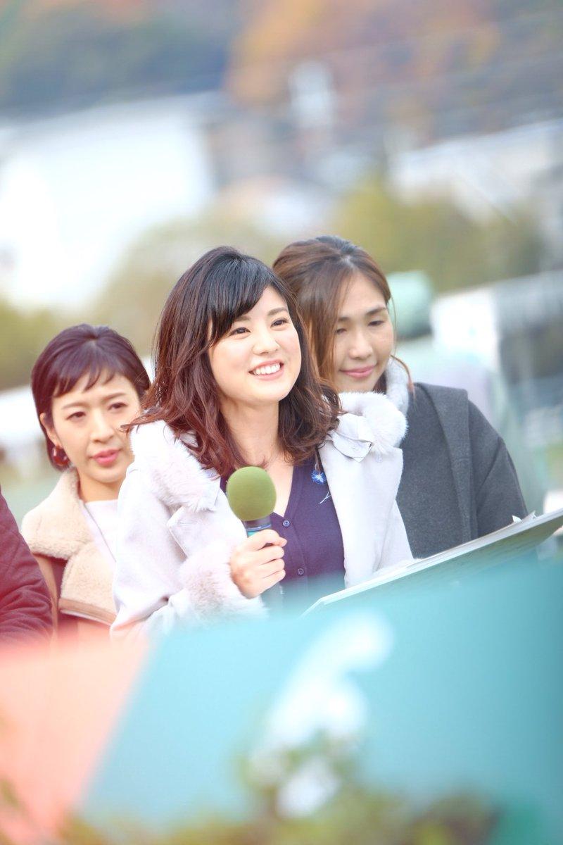 曽田麻衣子競馬場で中継姿