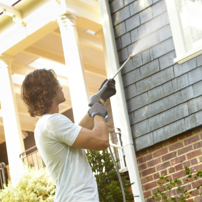 cleaning gutter exterior