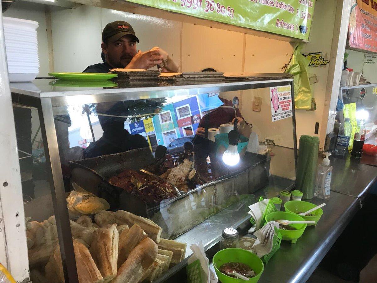 Para que empiece el día . Tortas de cochinita en el mercado de #SantaAna de #Mérida. Para mi serie de #ChefenvíasDeDesarrollo