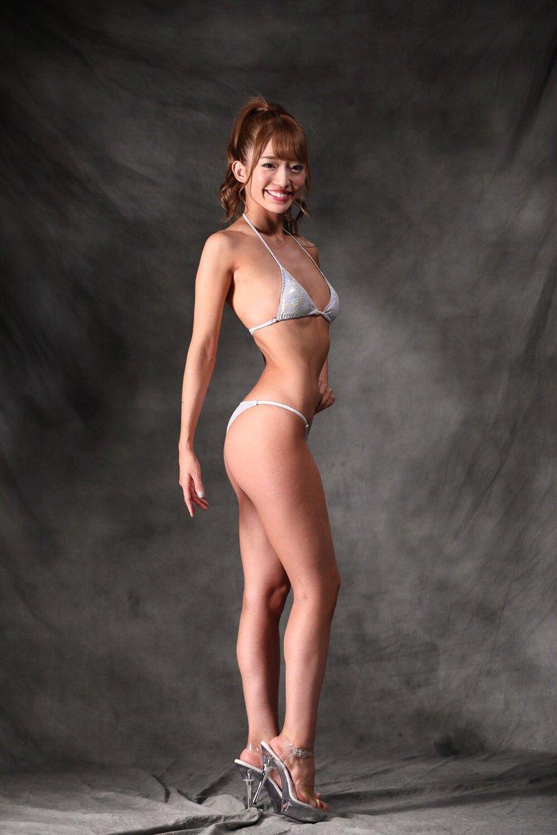 柳本絵美の極小水着がセクシー画像
