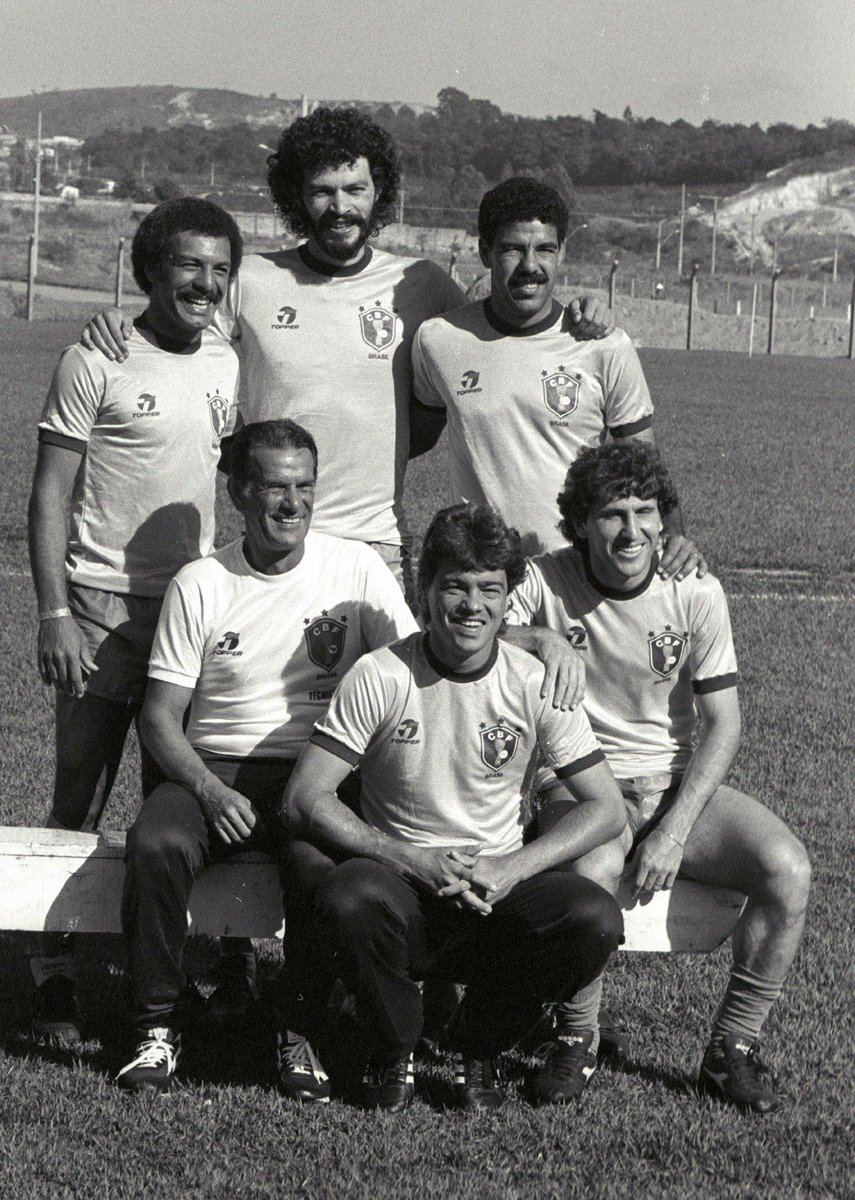 Coach of Brazil #TelêSantana during #WC1982 along with those will be the new signatures of Italian football: #Junior (#TorinoFC), #Socrates (#ACFiorentina), #ToninhoCerezo (#ASRoma), #Edinho and #Zico (#UdineseCalcio)<br>http://pic.twitter.com/xyNqdlYMIk