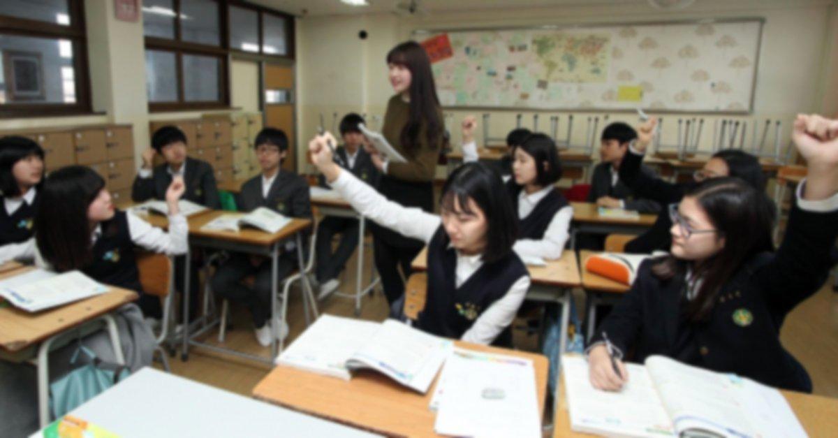 """한국 중학생 80%  """"친구가 성소수자여도 상관없어…평소처럼 지낼 것""""  '절교하겠다' 등 부정적인 답을 내놓은 학생은 전체(610명)의 18.6%에 그쳤다.  https://t.co/kvRqAyVbLY"""