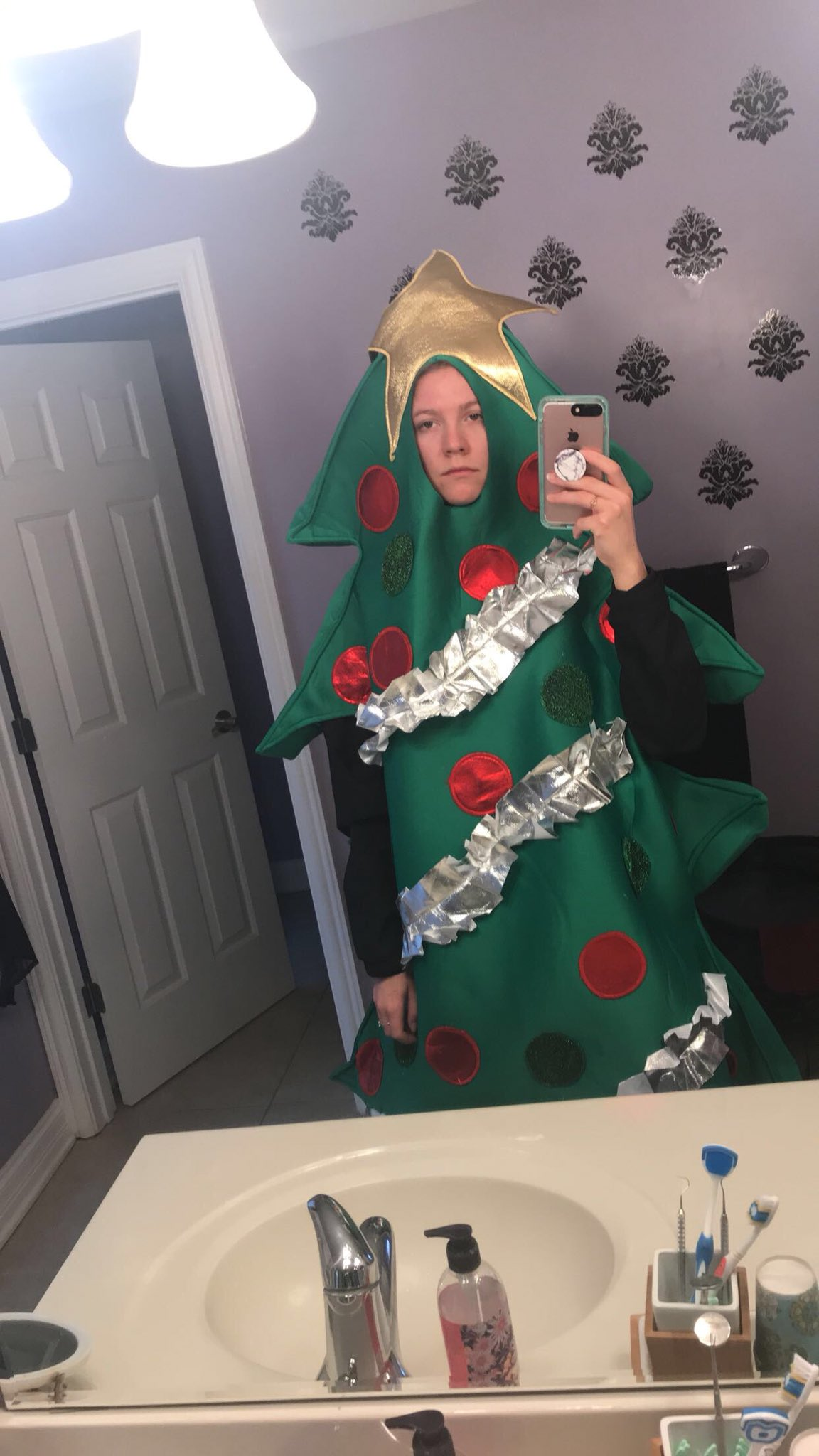 RT @kelseyhall1313: 1,000 retweets and I'll wear this to all my classes for the rest of the semester https://t.co/uzIDepK43k