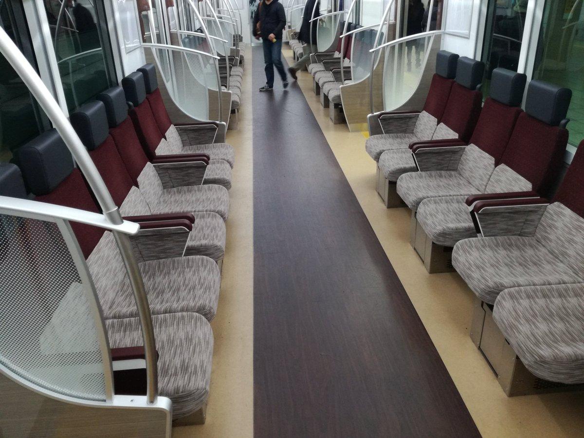 京王線の新しい車両やばい! 座る席変わってるし電車の中でWIFIあるしなんなんだ...