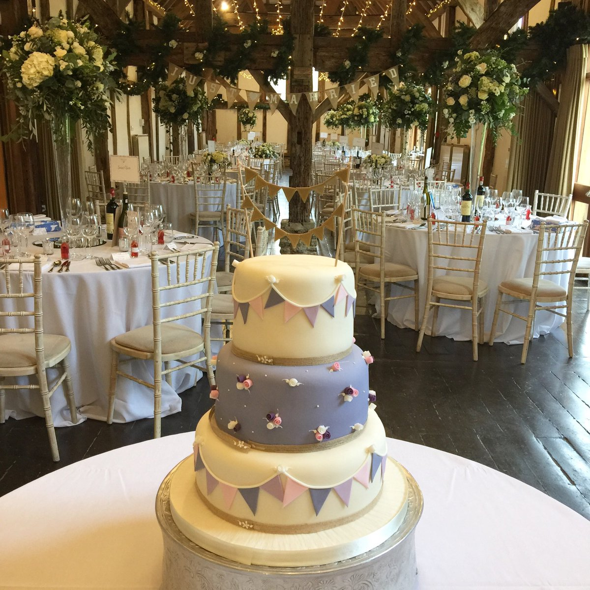 Our first #Christmas #wedding this year looked amazing! @Loseleyevents @OakwoodEventsUK @CoralandSlate
