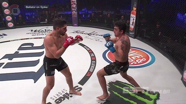 Nocaute! Lutador de MMA leva cotovelada giratória no queixo e desmonta no Bellator https://t.co/SYSvNCwqFD