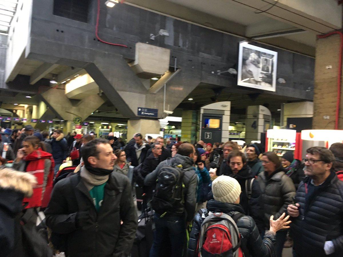 Élisabeth Borne convoque le PDG de SNCF Réseau — Gare Montparnasse