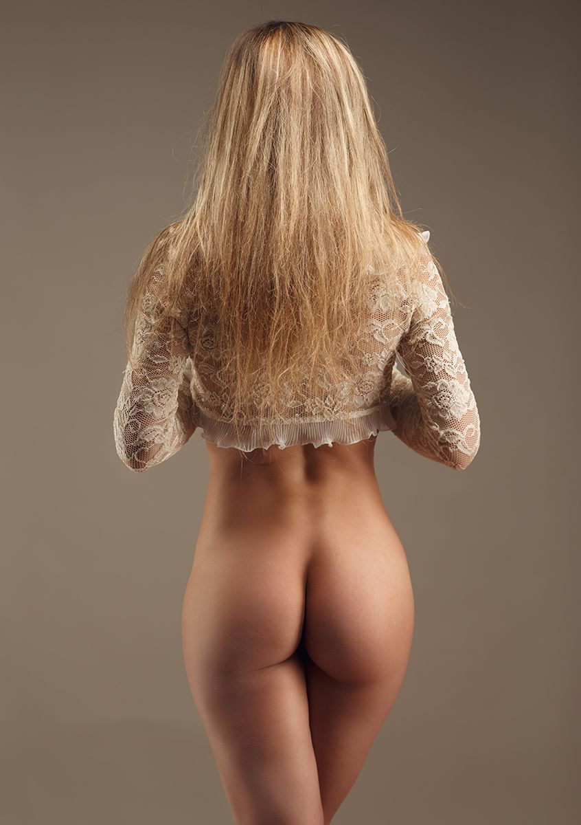 Отличный вид сзади голых