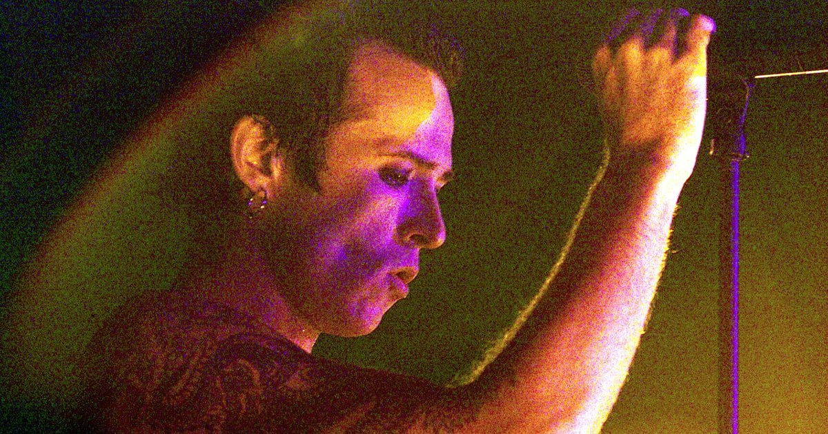 Scott Weiland passed away 2 years ago today. Here are 20 of his essential songs https://t.co/e33qFNvcyR
