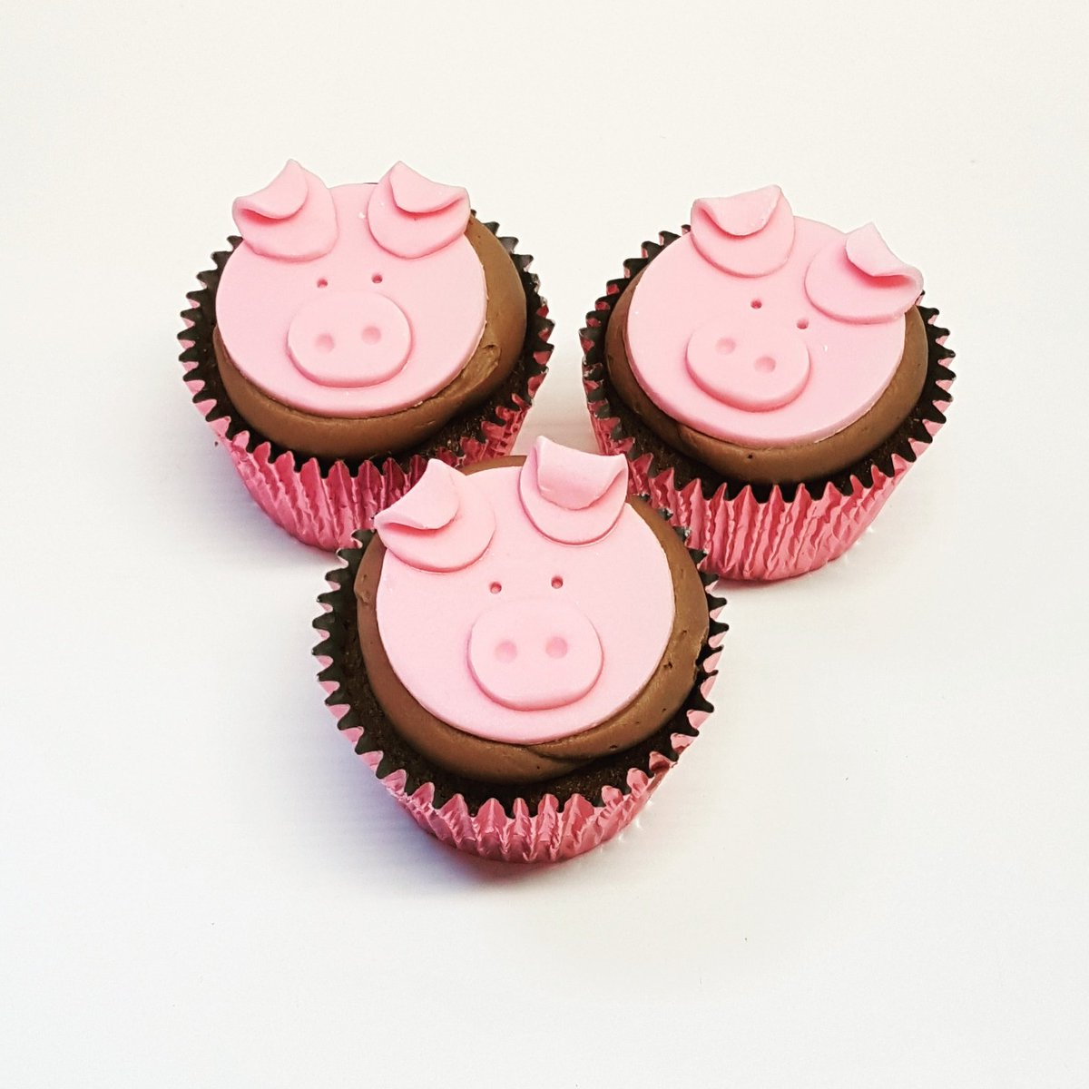 We Catered A 2nd Birthday Party With Farm Theme Today These Piggie Cupcakes And Sheep Biscuits Were The Finishing Touches