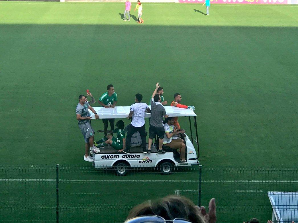 ✔️ Follman dirigindo ✔️ Neto no carona puxando o bonde ✔️ Alan Ruschel em pé no carrinho ✔️ Chape na Libertadores ✔️ Arena Condá explodindo de alegria ✔️ Caiu um cisco nos meus olhos.  📷: @cahemota   #BrasileiraoNoSpoTV