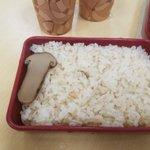 今日の日替わりは松茸弁当だというので頼んでみた。ちがうこれはちがう pic.twitter.com/…