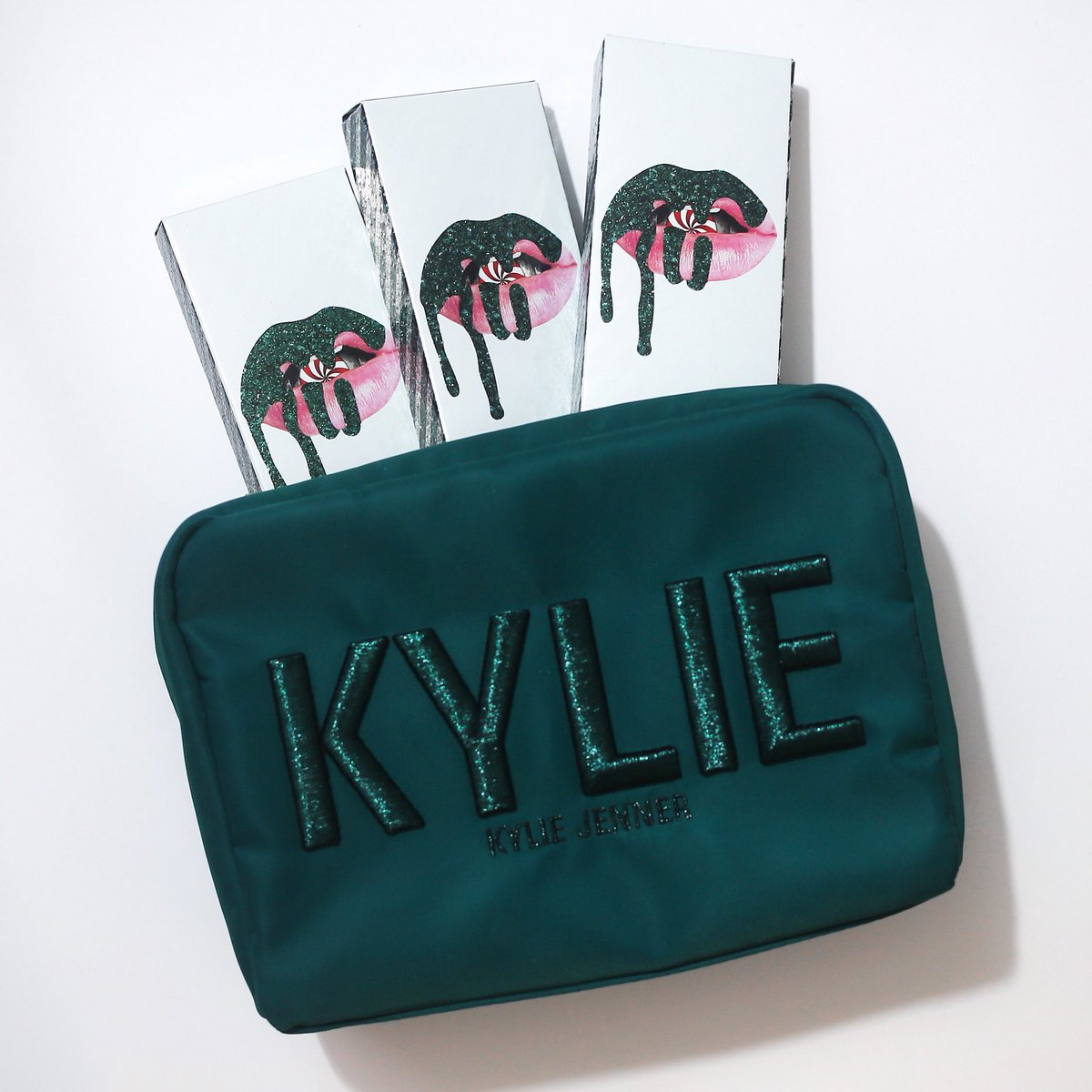 Kylie Cosmetics On Twitter Kylie Holiday 2017 Cosmetics Bags The Perfect Holiday Red Red Velvet Lip Kit Are Available Now Https T Co Rkt2b8jjl5 Https T Co Ac8ztk2wb5