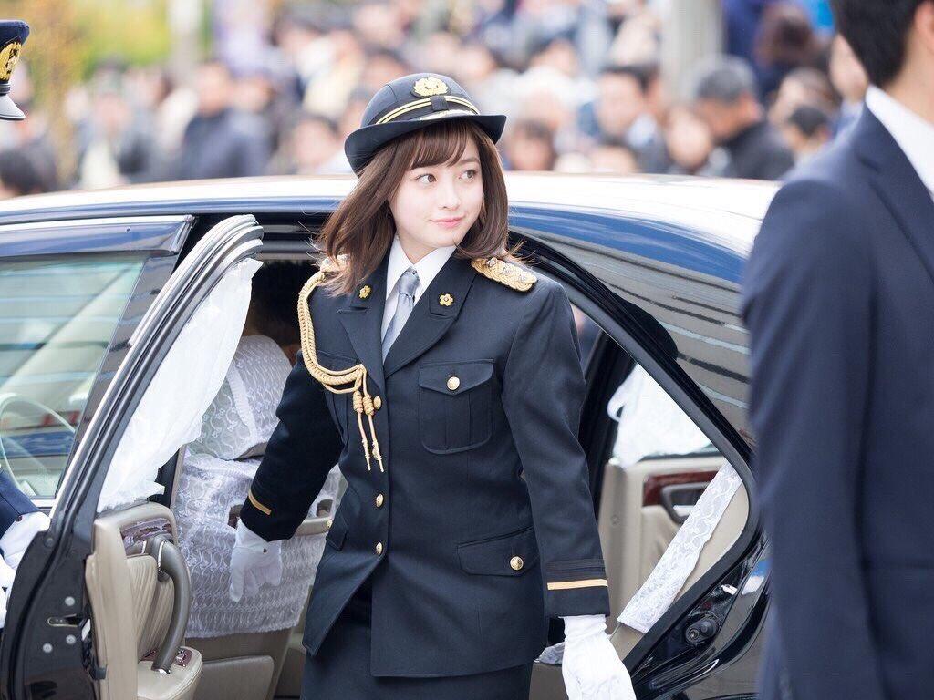 先日久しぶりに福岡に帰って、 1日警察署長をさせて頂きました!笑 天神の街をパレードするのは不思議な…