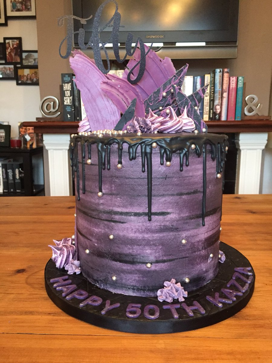 Cakecakeart Cakeartist 50thbirthday Watercolour Dripcake Chocolate Shards Celebration Birthdaycake Meringuekisses Meringue Avantgarde Purple