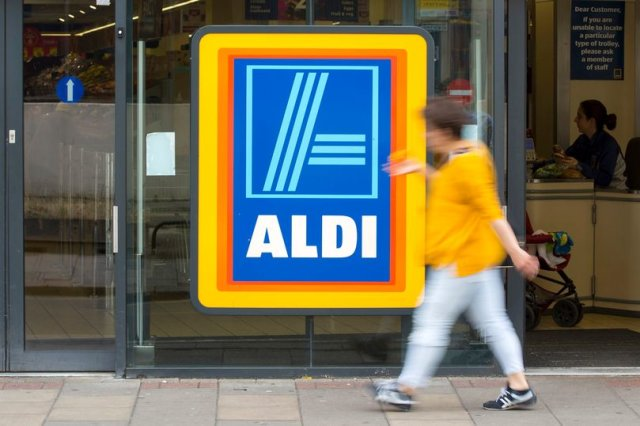 Aldi is giving away leftovers to anyone in need on Christmas Eve - https://t.co/3ROixQxatD https://t.co/EAbuKqaW4E