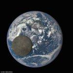 ちょっと面白い画像を紹介。DSCOVRという衛星がとらえた地球と月です。150万kmの距離から撮影し…