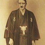 ヒトラー着物写真が本物の可能性濃厚になってきてて草 pic.twitter.com/CZliwgpp…
