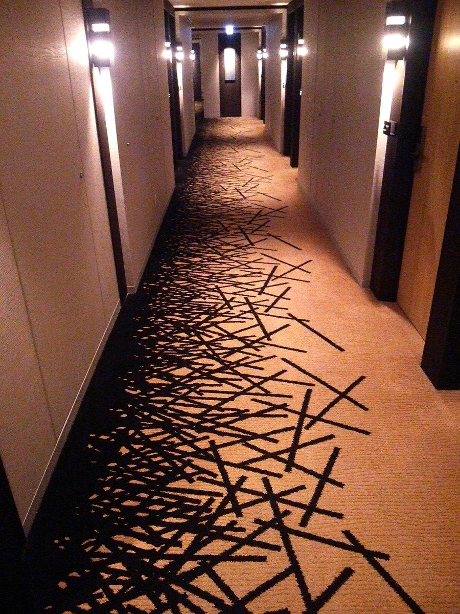 先日泊まったホテルの床、きざみのりかと思った…。