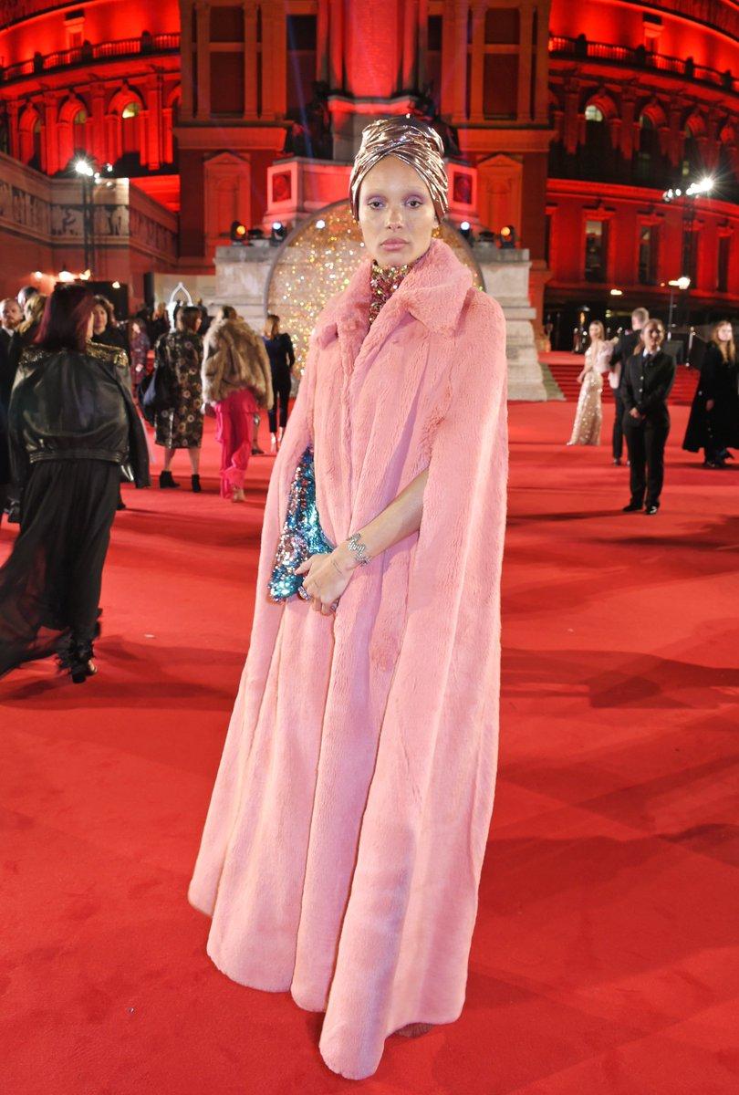 Attending tonight's #FashionAwards 2017 in London, Adwoa Aboah wears a @Burberry full length, pink faux fur cape