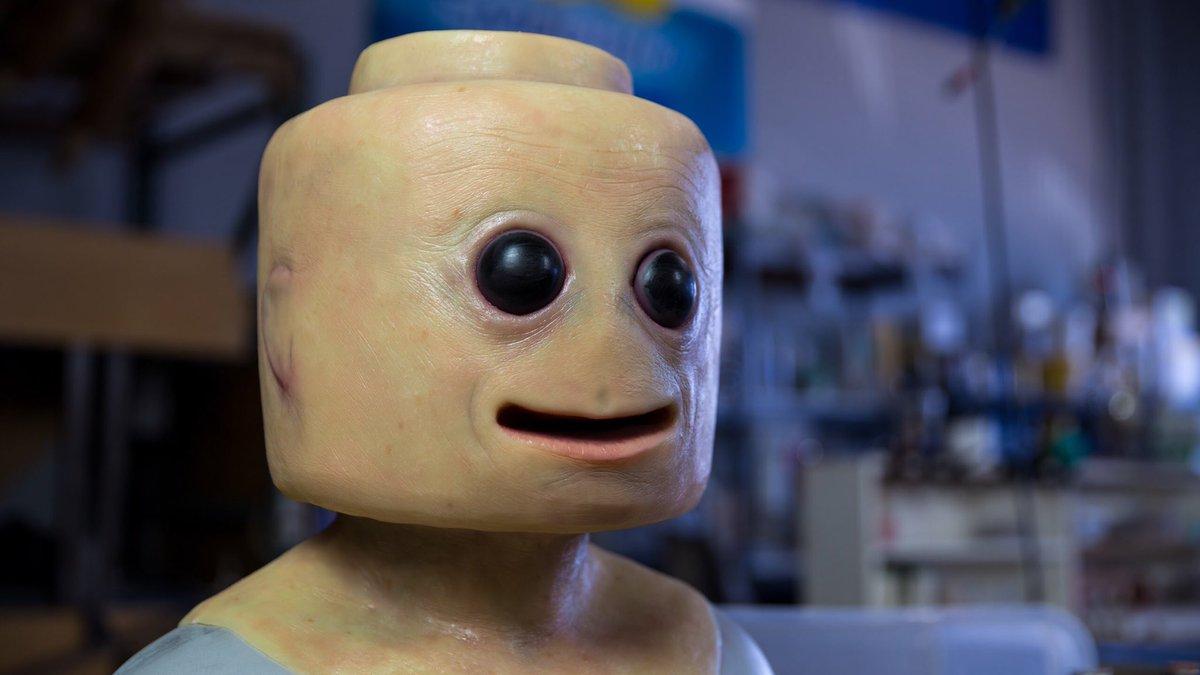 A realistic LEGO man. https://t.co/SoeHx...