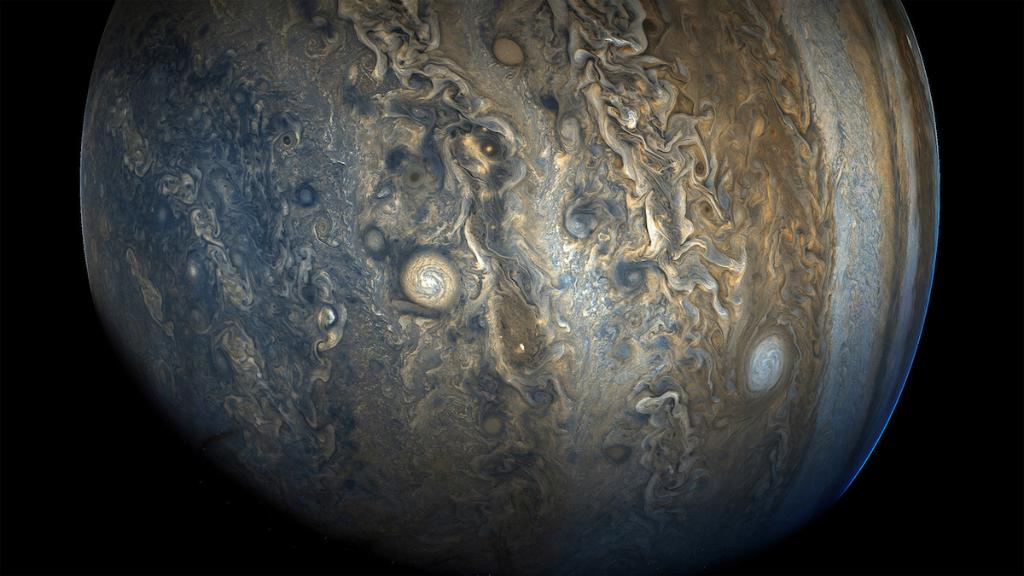 Images returned to Earth from @NASAJuno spacecraft have continued to dazzle and stun us all. From raw images to works of art, here are 10 incredible images of Jupiter that you need to see: https://t.co/u06yRxirbC