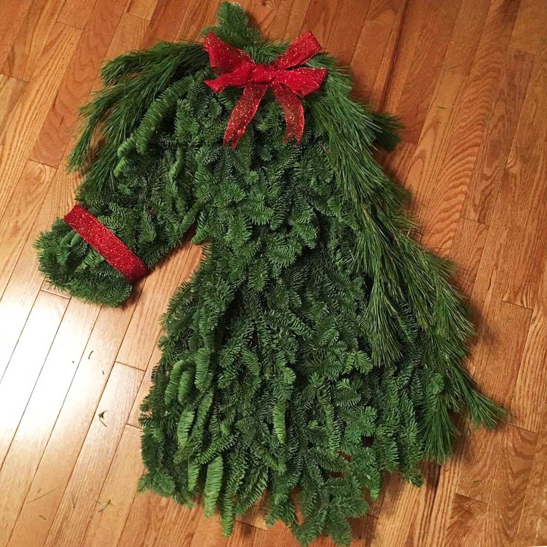 Ho- Ho - Horse Wreath! Head over to our Facebook page to get your step by step guide on how to make this festive addition to your entrance way.  https://www.facebook.com/Lammles/videos/1532216873498659/…