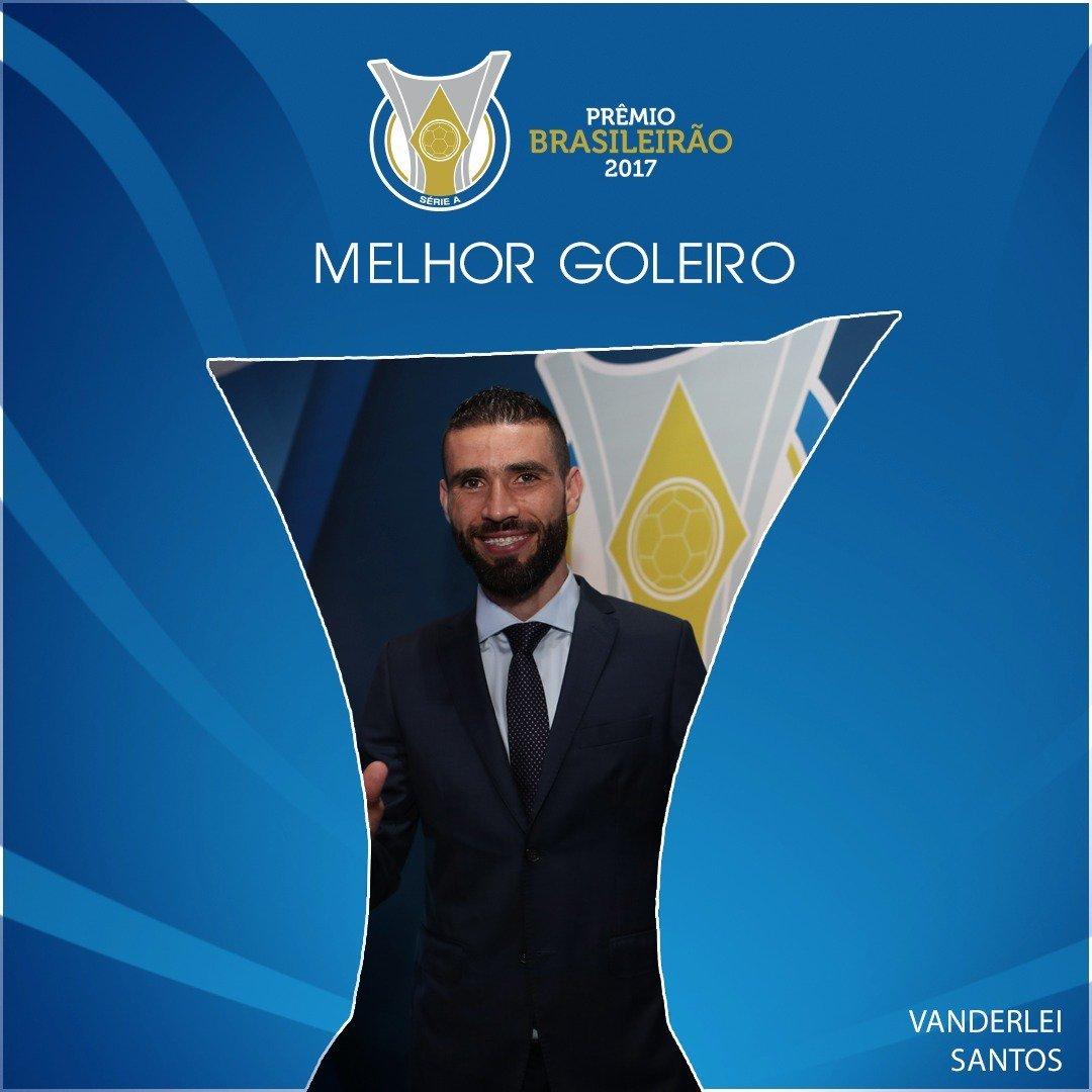 RT @CBF_Futebol: Vanderlei, merecidamente o melhor goleiro do #Brasileirão! ✋🚫 #PrêmioBrasileirão https://t.co/qSrjrJpeiU