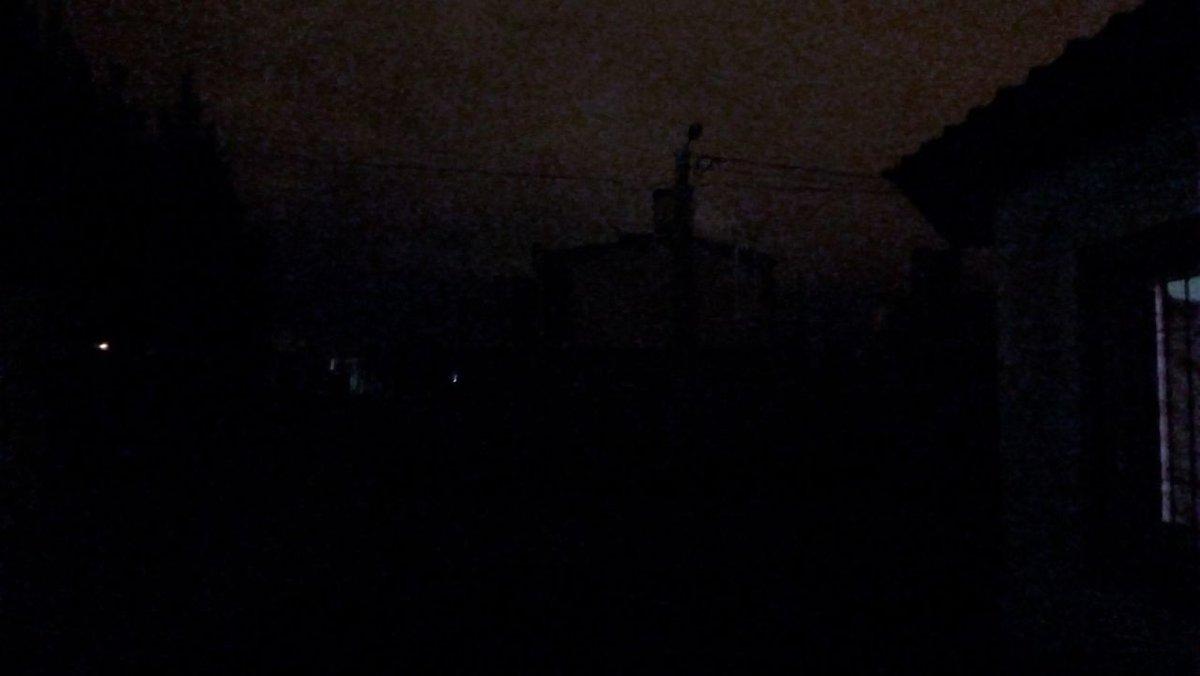 @Edesasalta #lusal. #PereyraRozas es un barrial a oscuras. No reciben reclamos pero cobran el servicio?