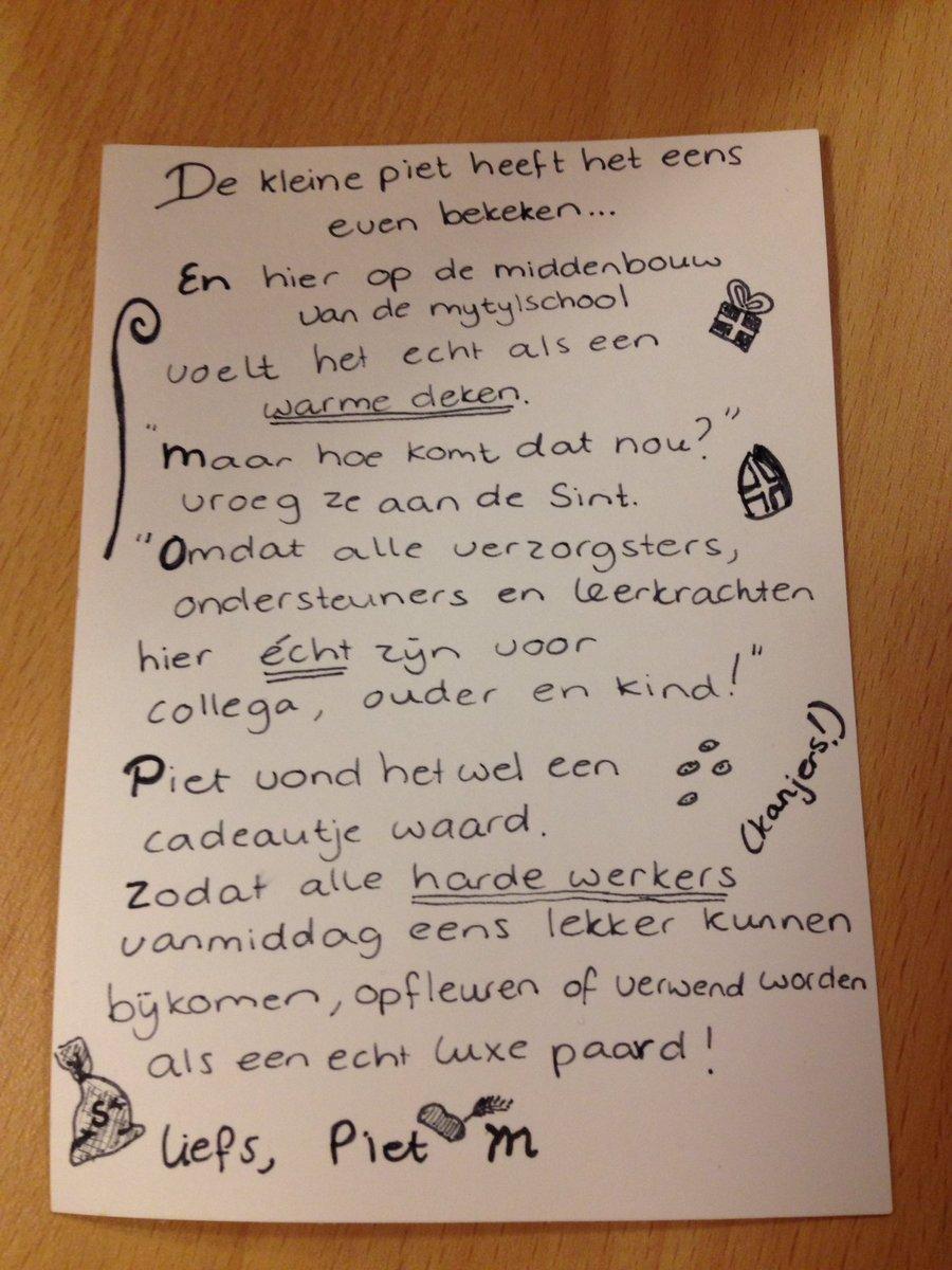"""Betere Juf Mir. ar Twitter: """"Stagiaire speelt voor #Sinterklaas. Een OX-71"""