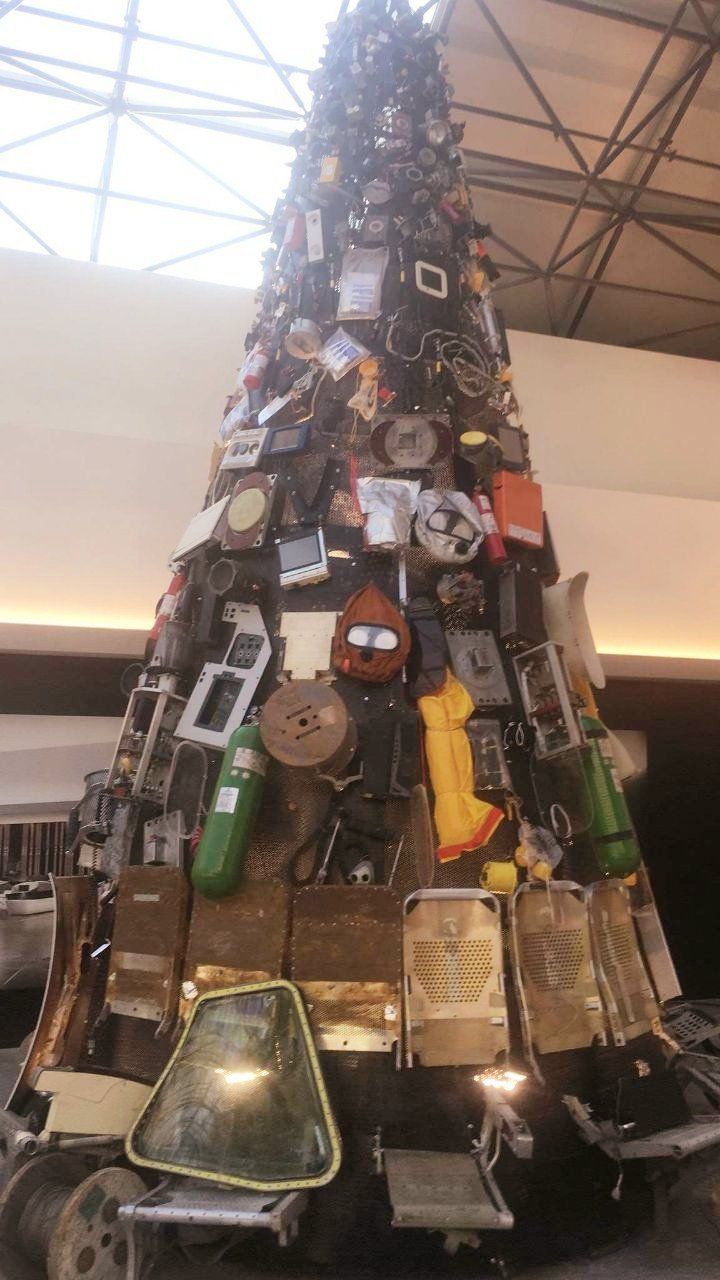 Recycled Materials Christmas Tree.Christmas Tree In Beirut Airport Is Made Of Recycled Materials