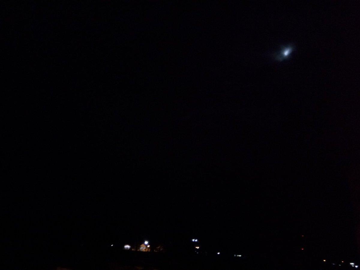 Super Moon tatutuik awan di Kota Padang.. #Supermoon #Bulan https://t.co/fVzEuLKq0T