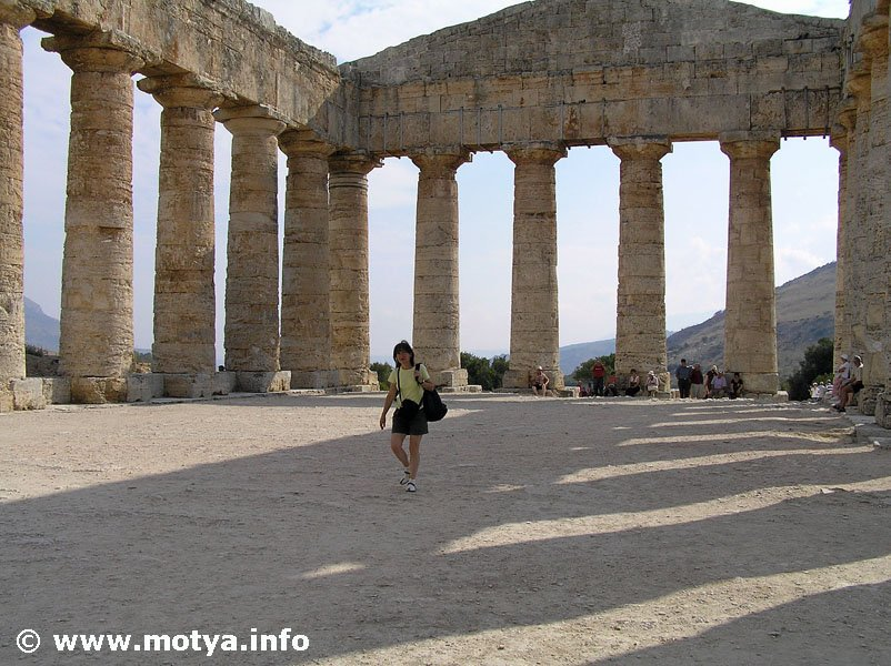 The temple of Segesta , Sicily via @Motyainfo #travel #Italy #beautyfromitaly https://t.co/7dzRuABSjZ https://t.co/v0aQYEF1ri
