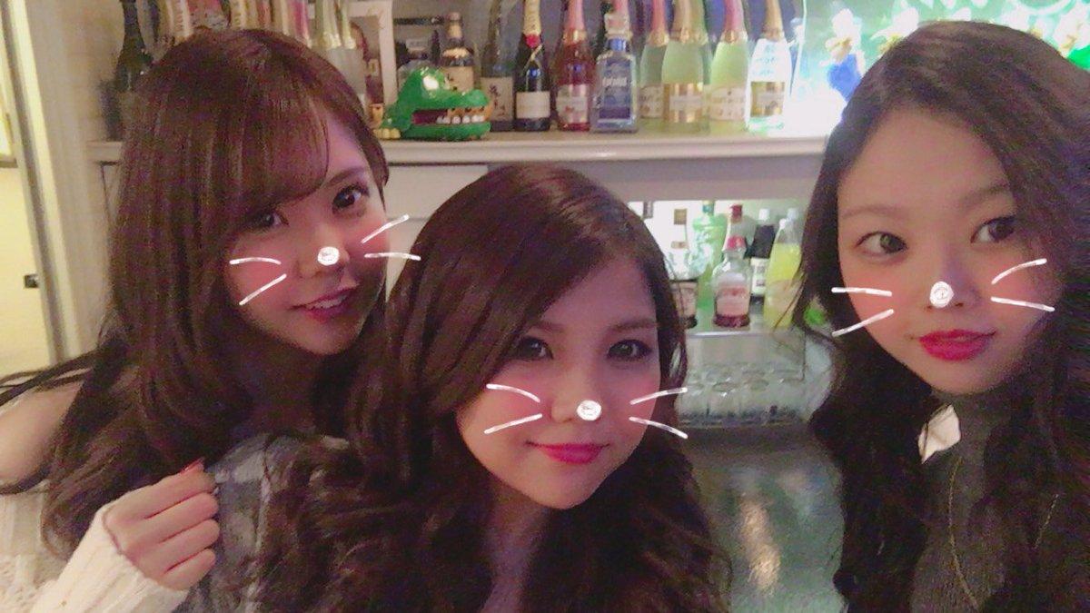 ガールズバーギアです(*・ω・)  今日はお馴染み店長ちひろと、 今日初出勤の新人、りなちゃんが 出勤してまーす✨可愛いぞ、こら!!  オーナーのあゆみもいます(°∀°) 初雪いぇーい✨✨  #流川 #girl  #bar  #広島 #寒い #酒 #酒 #酒 #酒 #酒