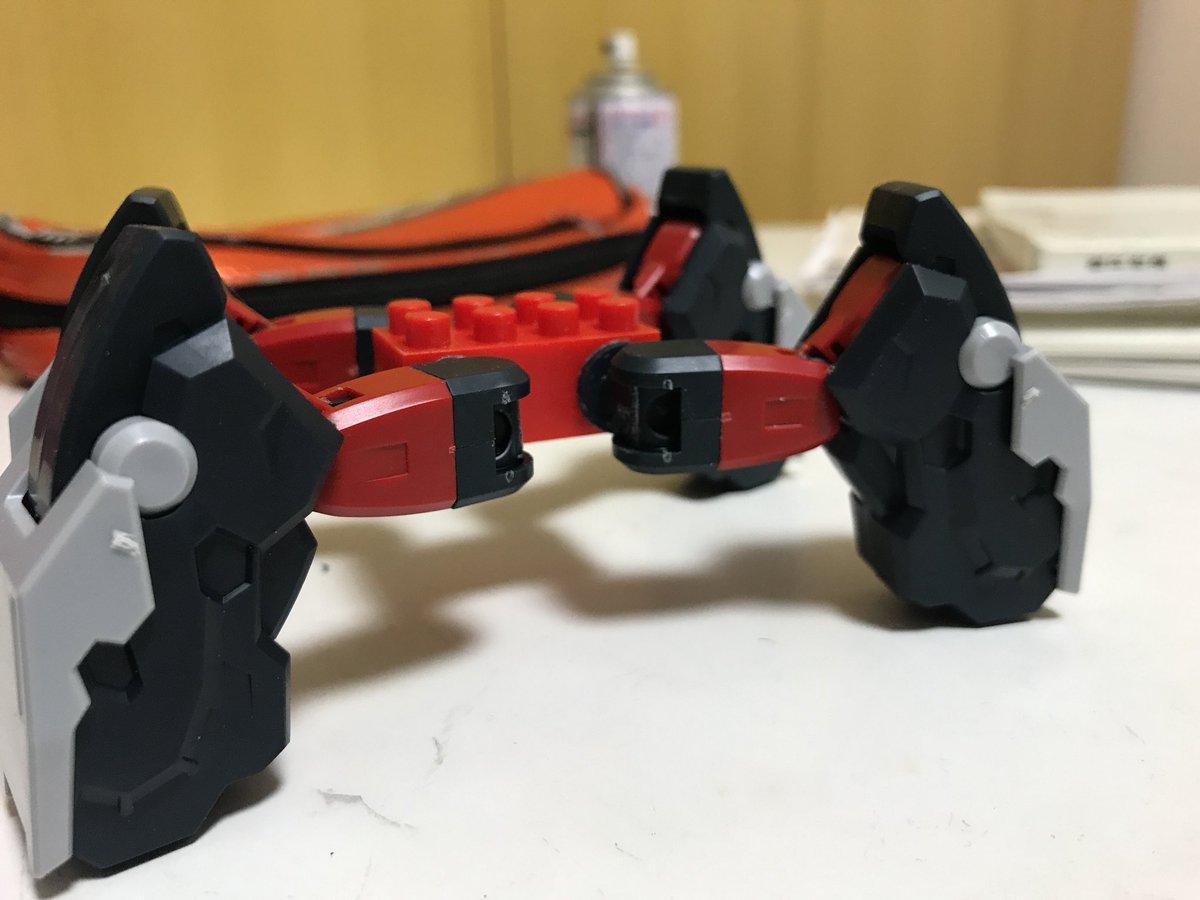 レゴに紛れてた謎ブロックをベースに重四脚組んでる。