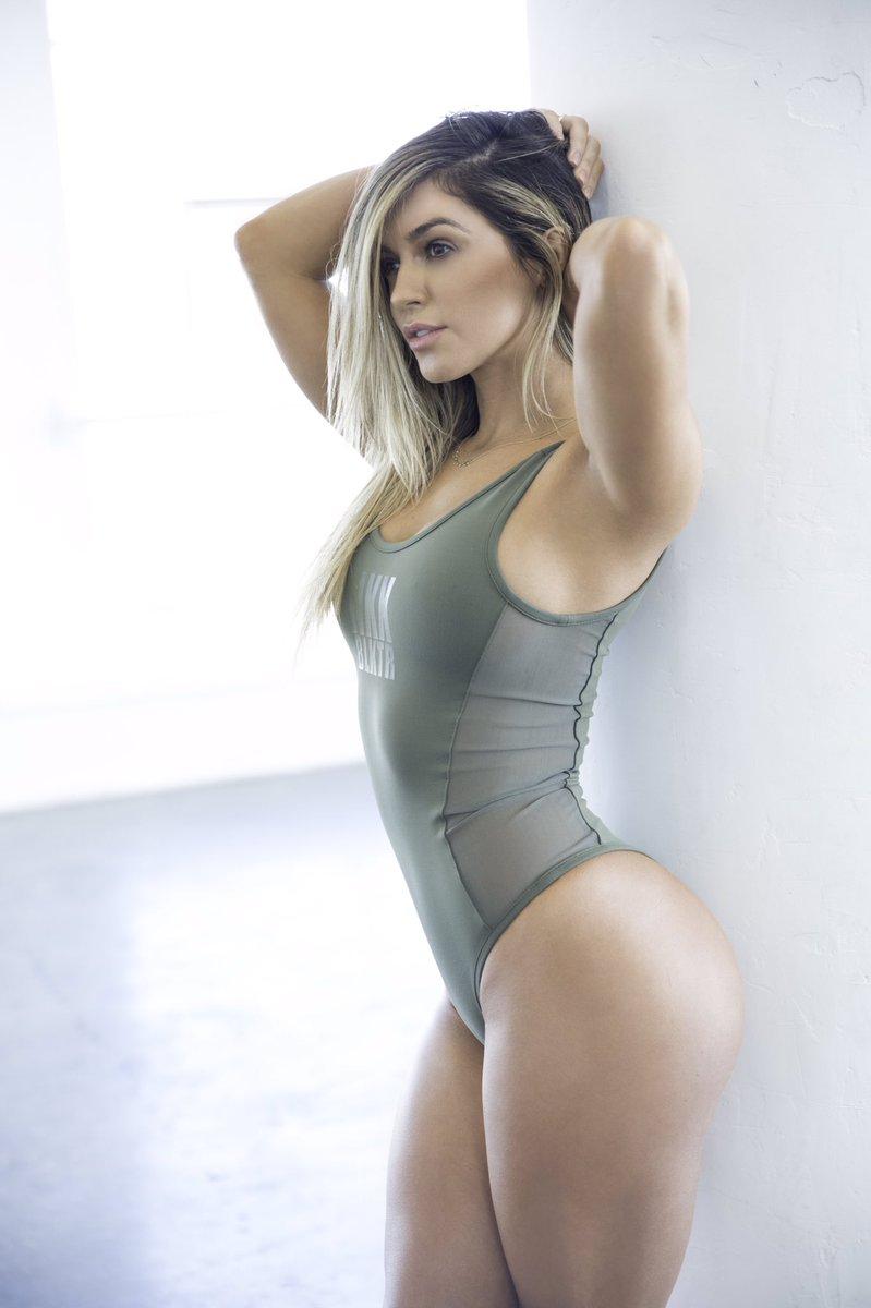 Nikki b pic 100